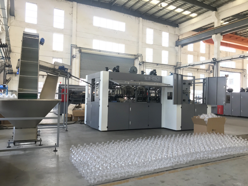 Fully-auto XLB-02GT Blow Molding Machine Is Under Test